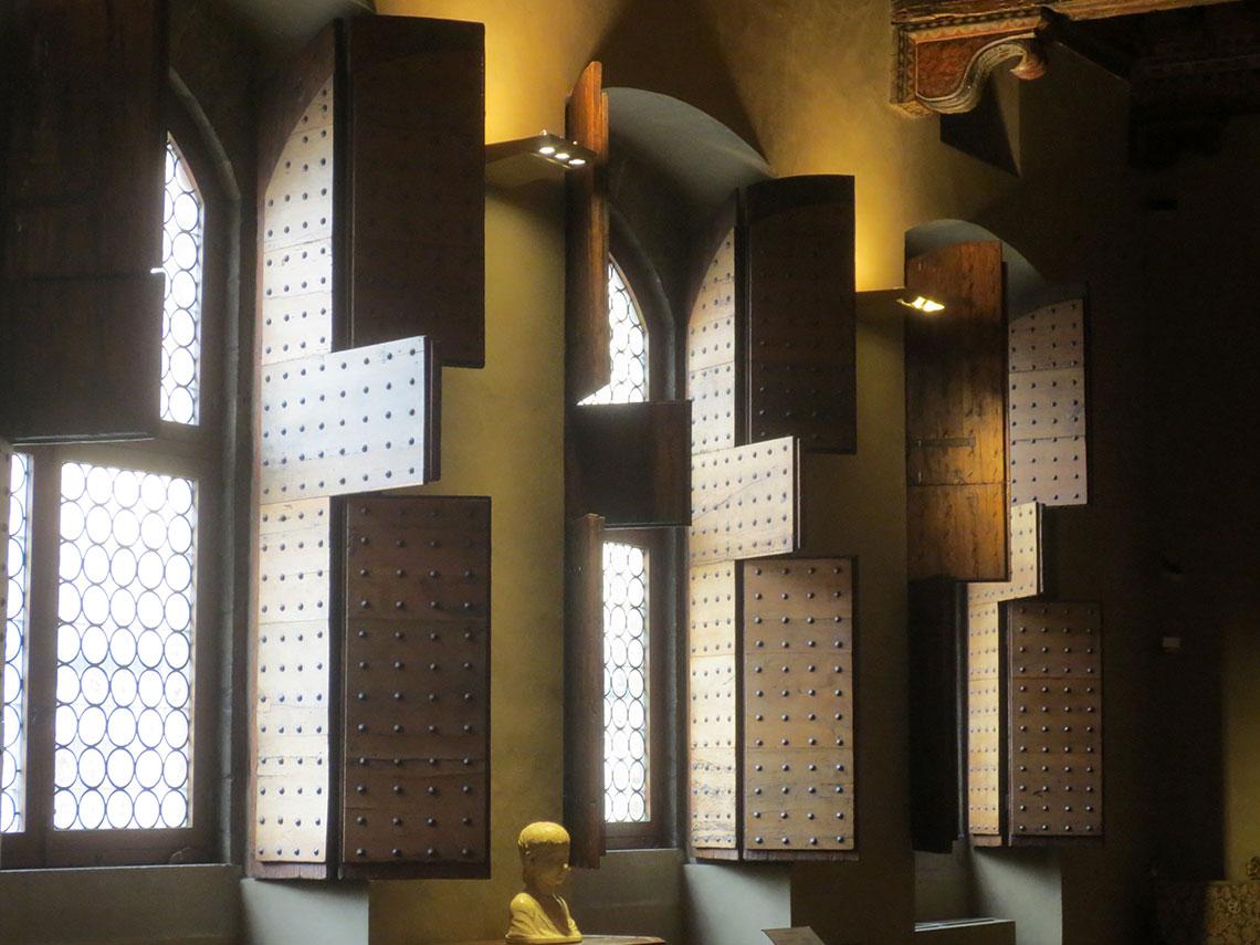 Windows in the piano nobile, Palazzo Davanzati, Florence. Photo by Laura Hollengreen.