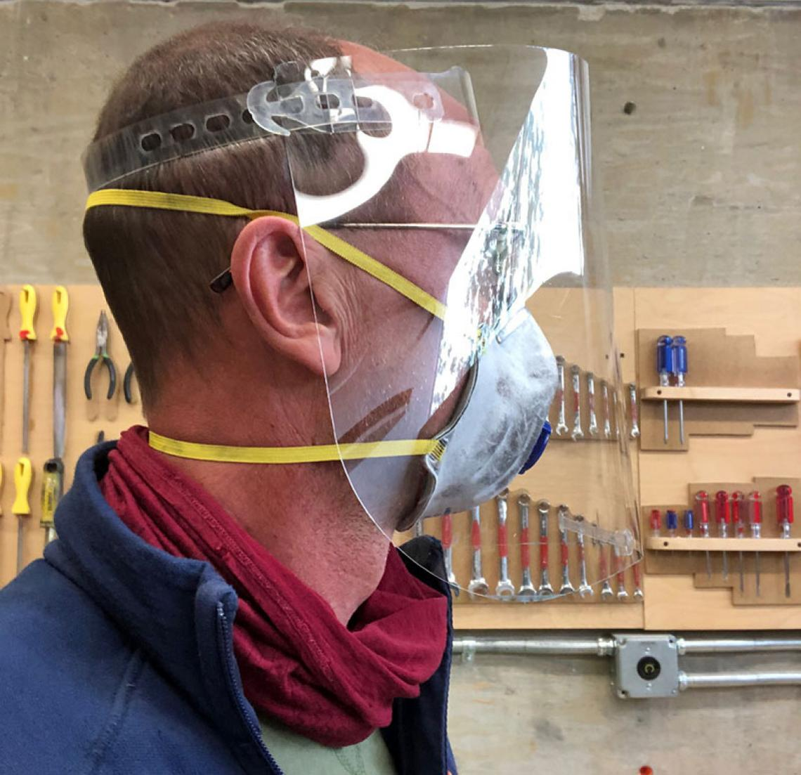 Paulus Musters tests faceshield