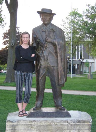 Lisa D. Schrenk with Frank Lloyd Wright Statue